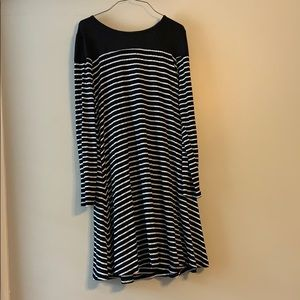 Dresses & Skirts - Black and white stripe dress